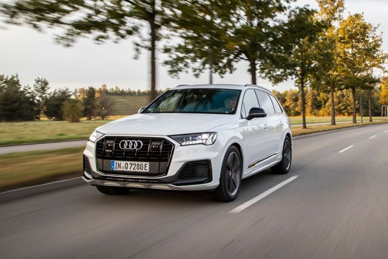 The Audi Q7 55 TFSI e S line pairs a petrol V6 engine with electric augmentation for a car that boasts peak figures of 381hp and 600Nm.