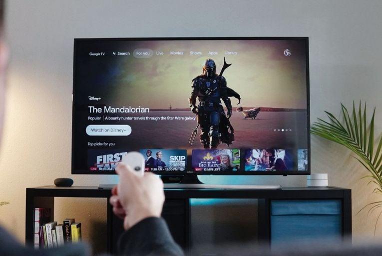 The Gadget Guru: Google Chromecast, Oukitel WP8 Pro, Light Speaker