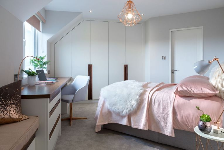 When space is tight, you may have no choice but to incorporate the home office in the bedroom