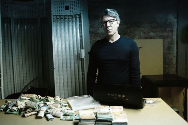 Aidan Gillen stars as Frank Kinsella in the opening episode of Kin on RTÉ One.