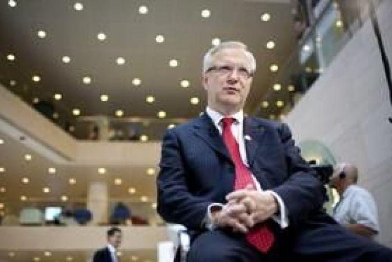 "Portugal may need EU ""bridge"" before market return, says Rehn"