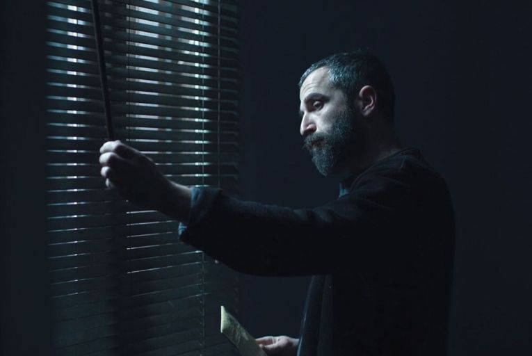 Aris Servetalis in Apples: the film opens during a slow, steady epidemic that mysteriously causes ordinary people to lose their memories