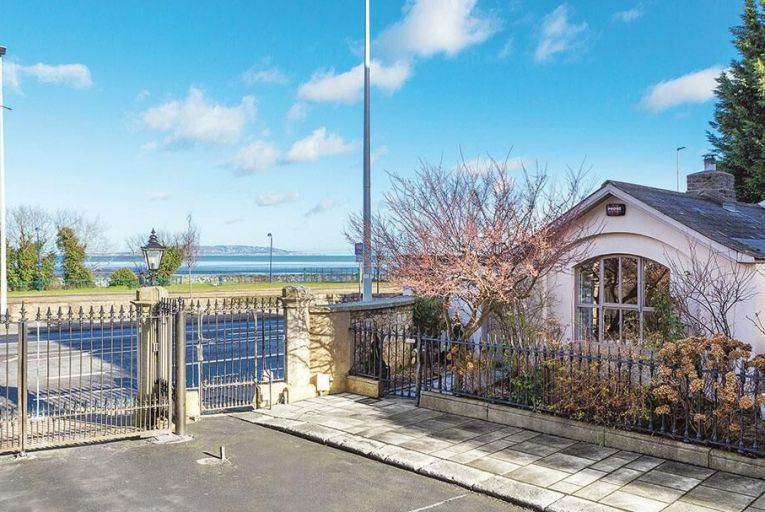 A hidey-hole off the Rock Road for €595k