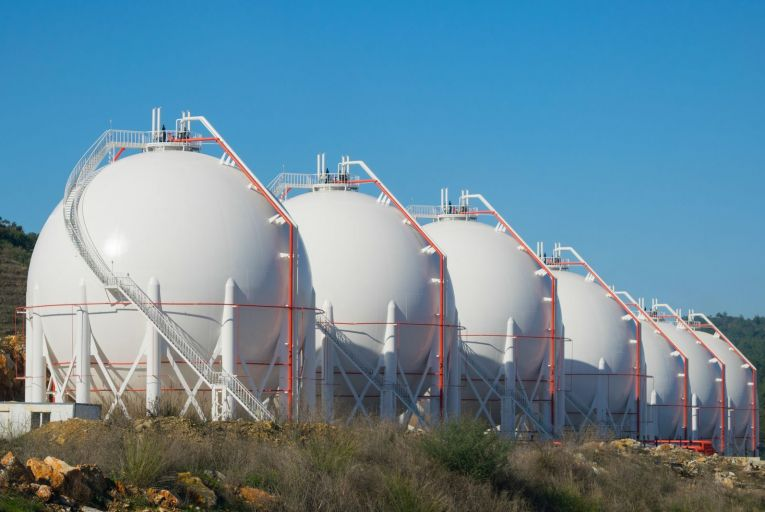 Oil and gas company to apply for LNG import licence
