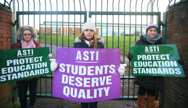 Jennifer de Poire, Edelle Mc Crudden, and Sinead Delany, staff members of St Kevin's College, Ballygall Road, Dublin this morning who are taking part in a national protest over Junior Cycle reform proposals.