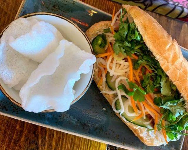 Nǎm Sông Pork Bánh Mì