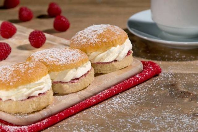 Twin Victoria Cakes