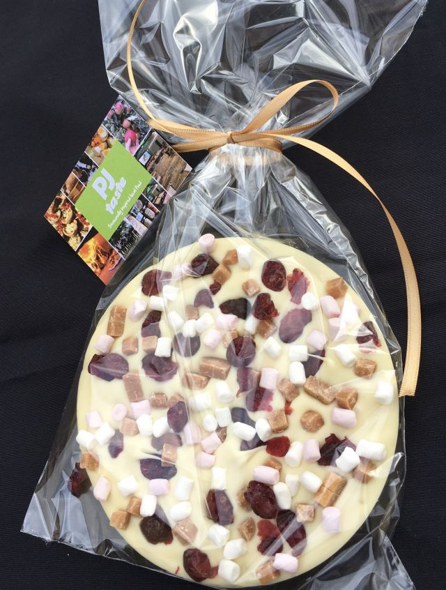 Full Of Love White Chocolate Disc - With Gift Tag