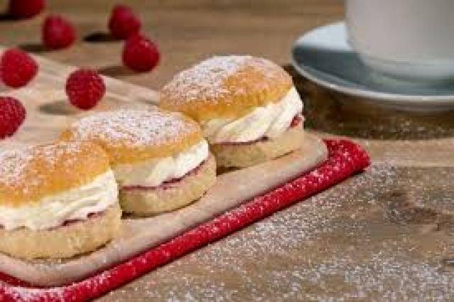 Clayton Park 2 Cream Dougnuts