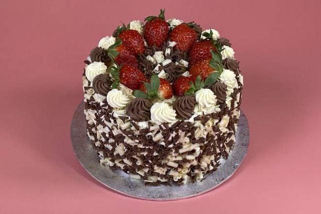 """UR035 6"""" Choc Strawberry Cake"""