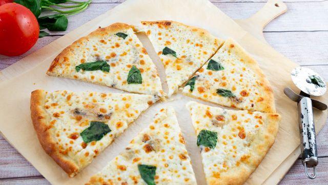 Cheese & Tomato Pizza