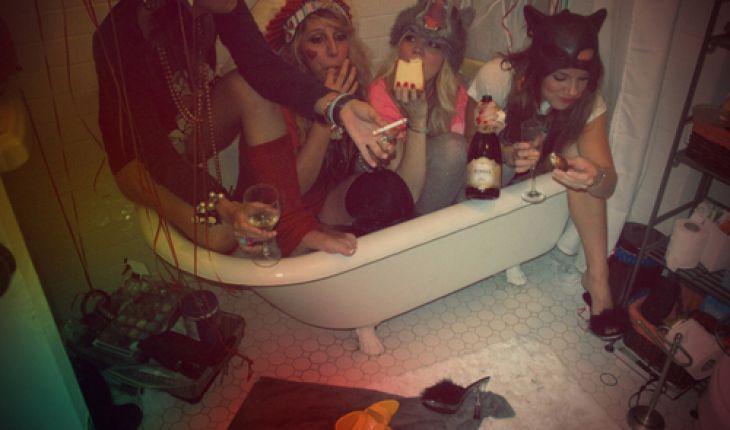фото двух подруг в ванной