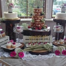 Exclusive Cakes By Erma Barlow