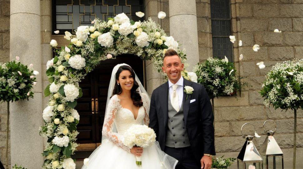 The details behind Suzanne Jackson's bespoke Hayley Paige wedding dress