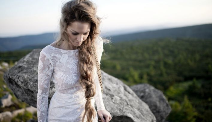 10 of the most beautiful long-sleeved wedding dresses