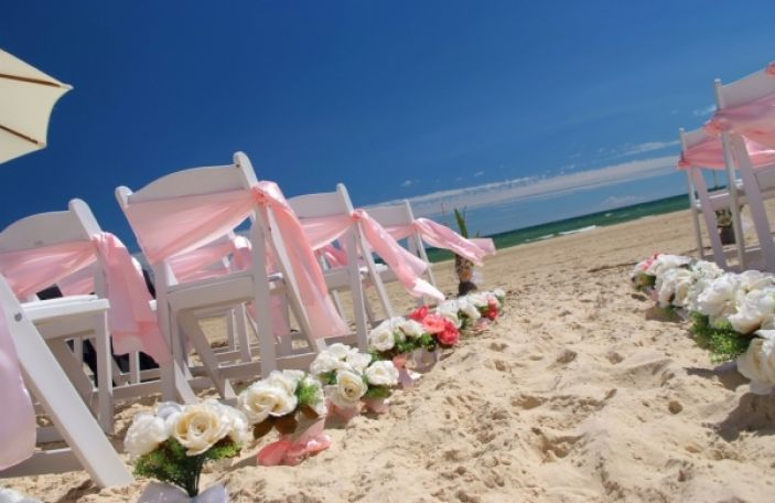 10 Destination Wedding Must Haves