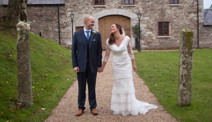 Photo School: Tips for Looking Your Best in Wedding Photographs