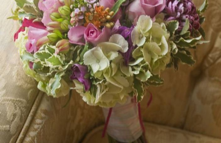 8 helpful tips for choosing your wedding flowers