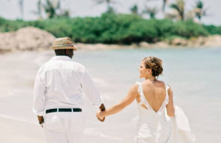 How to Mix Traditions in a Destination Wedding