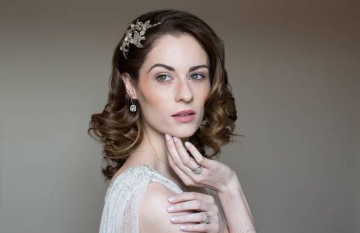 How to: advice on popular wedding hair and beauty looks from the experts!