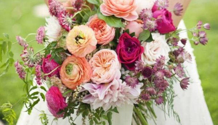 Confetti's guide to the 13 most popular wedding flower types