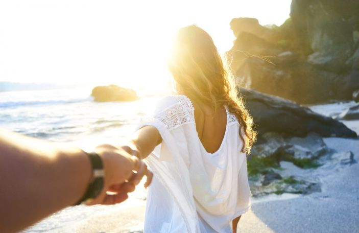 6 perks of delaying your honeymoon you may need to think about