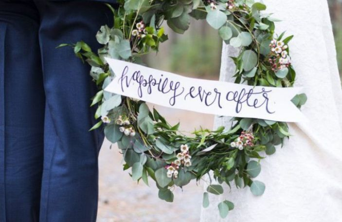 Wedding wreaths are the perfect winter wedding decor trend