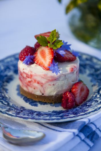 Mini Strawberry & White Chocolate Cheesecakes | DonalSkehan.com, This is the perfect summer dessert.