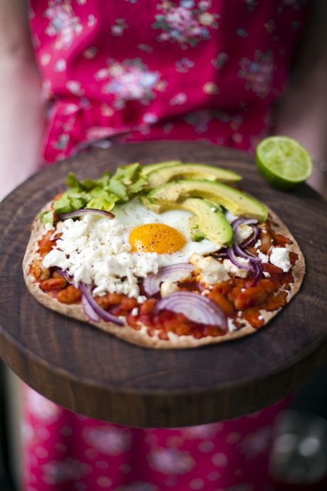 Huevos Rancheros Breakfast Pizza | DonalSkehan.com, Pizza for breakfast...Hell yeah!
