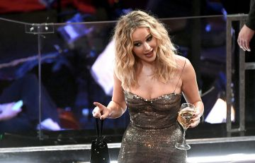 Jennifer Lawrence drinking wine at the Oscars