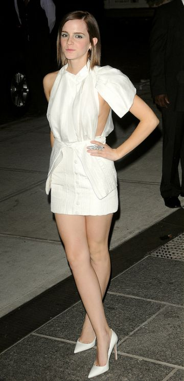Emma Watson wear white to premiere...
