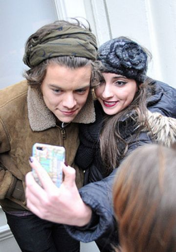 Harry Styles gets mobbed by fans in NYC