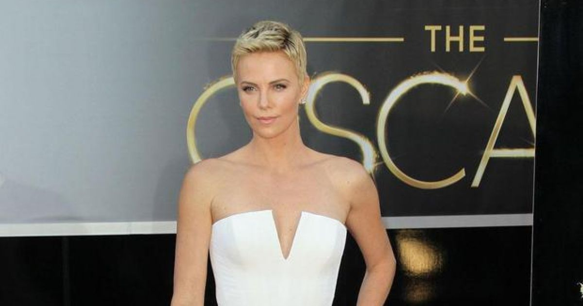Charlize Theron argues that it's hard being a 'pretty