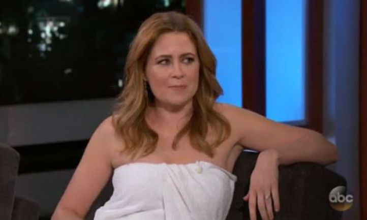 Jenna Fischer Does Entire Interview in a Towel After Her
