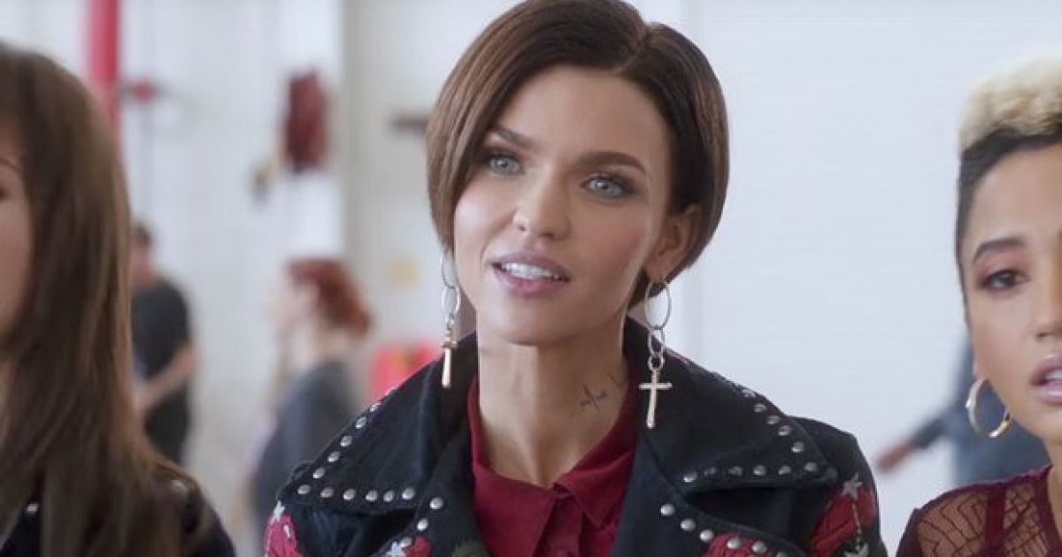 Pic Ruby Rose Channels Her Inner 90s Leonardo Dicaprio With New Hairstyle