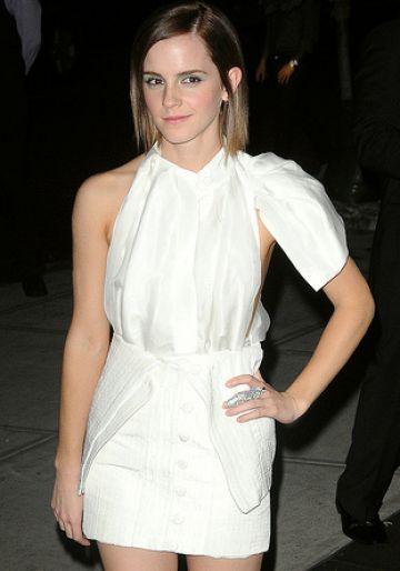 Emma Watson wear white to premiere...