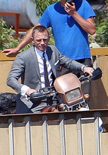 Daniel Craig filming scenes from 'Skyfall'