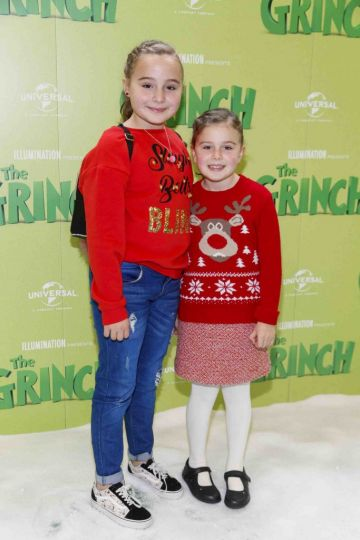 Erin (11) and Ruby Murphy (8) pictured at the Irish premiere screening of The Grinch at ODEON Point Village, Dublin. Picture Andres Poveda
