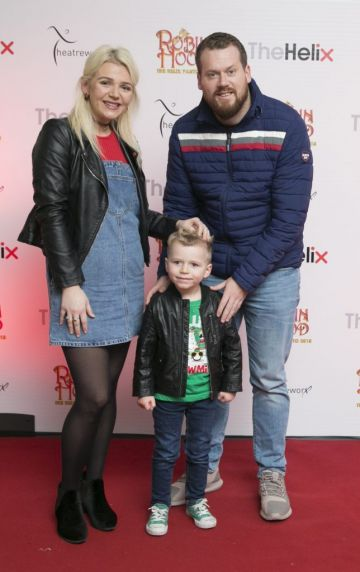 Pictured Tracey,Peter and Billy Quinn at the opening night of The Helix Pantomime, Robin Hood on Saturday night.   Photo: Leon Farrell/Photocall Ireland.