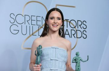 """Outstanding Performance by a Female Actor in a Comedy Series for """"The Marvelous Mrs. Maisel"""" winner Rachel Brosnahan poses in the press room during the 25th Annual Screen Actors Guild Awards at the Shrine Auditorium in Los Angeles on January 27, 2019. (Photo by Jean-Baptiste LACROIX / AFP)        (Photo credit should read JEAN-BAPTISTE LACROIX/AFP/Getty Images)"""