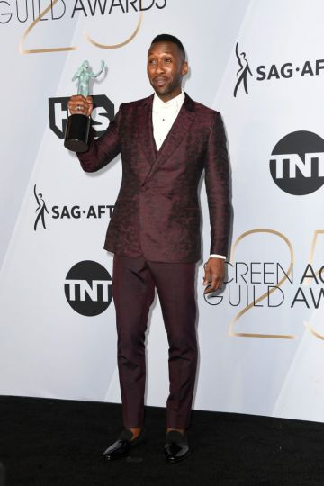 LOS ANGELES, CA - JANUARY 27:  Mahershala Ali, winner of Outstanding Performance by a Male Actor in a Supporting Role for 'Green Book,' poses in the press room during the 25th Annual Screen ActorsGuild Awards at The Shrine Auditorium on January 27, 2019 in Los Angeles, California.  (Photo by Frazer Harrison/Getty Images)