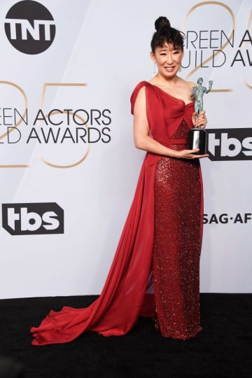 LOS ANGELES, CA - JANUARY 27:  Sandra Oh, winner of Outstanding Performance by a Female Actor in a Drama Series for ?Killing Eve?, poses in the press room during the 25th Annual Screen ActorsGuild Awards at The Shrine Auditorium on January 27, 2019 in Los Angeles, California.  (Photo by Frazer Harrison/Getty Images)