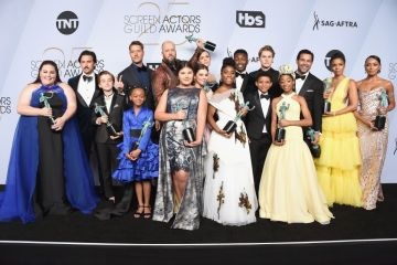 LOS ANGELES, CA - JANUARY 27:  (L-R) Chrissy Metz, Milo Ventimiglia, Parker Bates, Justin Hartley, Faithe Herman, Chris Sullivan, Mackenzie Hancsicsak, Hannah Zeile, Mandy Moore, Lyric Ross, Niles Fitch, Lonnie Chavis, Logan Shroyer, Eris Baker, Jon Huertas, Susan Kelechi Watson, and Melanie Liburd pose in the press room with awards for Outstanding Performance by an Ensemble in a Drama Series in 'This Is Us' during the 25th Annual Screen ActorsGuild Awards at The Shrine Auditorium on January 27, 2019 in Los Angeles, California. 480645  (Photo by Gregg DeGuire/Getty Images for Turner)