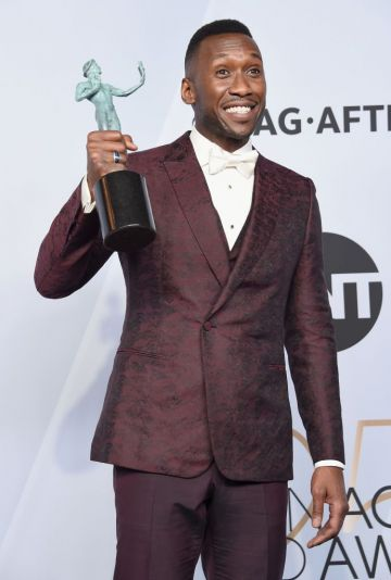 LOS ANGELES, CA - JANUARY 27:   Mahershala Ali, winner of Outstanding Performance by a Male Actor in a Supporting Role for 'Green Book,' poses in the press room during the 25th Annual Screen ActorsGuild Awards at The Shrine Auditorium on January 27, 2019 in Los Angeles, California. 480645  (Photo by Gregg DeGuire/Getty Images for Turner)