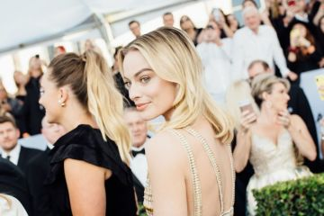 LOS ANGELES, CALIFORNIA - JANUARY 27: (EDITORS NOTE: Image has been edited using digital filters) Margot Robbie arrives at the 25th annual Screen Actors Guild Awards at The Shrine Auditorium on January 27, 2019 in Los Angeles, California. (Photo by Emma McIntyre/Getty Images for Turner)