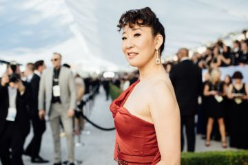 LOS ANGELES, CALIFORNIA - JANUARY 27:  (EDITORS NOTE: Image has been edited using a digital filter) Sandra Oh arrives at the 25th annual Screen Actors Guild Awards at The Shrine Auditorium on January 27, 2019 in Los Angeles, California. (Photo by Emma McIntyre/Getty Images for Turner)