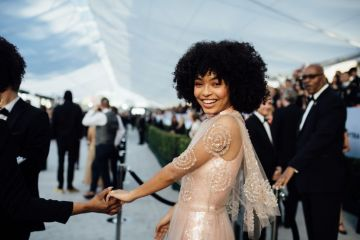 LOS ANGELES, CALIFORNIA - JANUARY 27:  (EDITORS NOTE: Image has been edited using a digital filter) Yara Shahidi arrives at the 25th annual Screen Actors Guild Awards at The Shrine Auditorium on January 27, 2019 in Los Angeles, California. (Photo by Emma McIntyre/Getty Images for Turner)