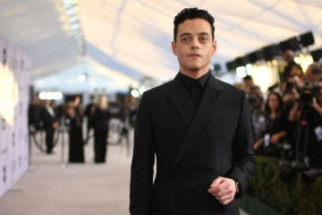 "Outstanding Performance by a Male Actor in a Leading Role in ""Bohemian Rhapsody"" nominee Rami Malek walks the red carpet at the 25th Annual Screen Actors Guild Awards at the Shrine Auditorium in Los Angeles on January 27, 2019. (Photo by Robyn Beck / AFP)        (Photo credit should read ROBYN BECK/AFP/Getty Images)"