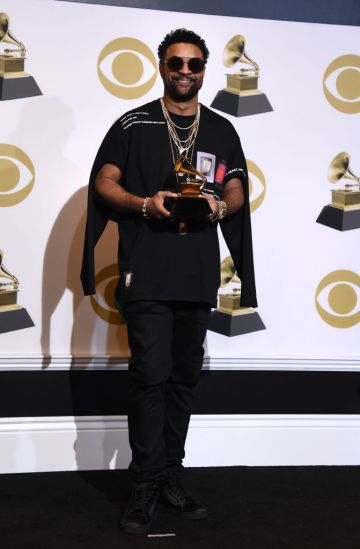 LOS ANGELES, CALIFORNIA - FEBRUARY 10: Shaggy, winner of Best Reggae Album for '44/876' (with Sting), poses in the press room during the 61st Annual GRAMMY Awards at Staples Center on February 10, 2019 in Los Angeles, California. (Photo by Amanda Edwards/Getty Images)