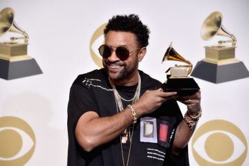 LOS ANGELES, CA - FEBRUARY 10:  Shaggy poses in the press room after winning the award for Best Reggae Album during the 61st Annual GRAMMY Awards at Staples Center on February 10, 2019 in Los Angeles, California.  (Photo by Alberto E. Rodriguez/Getty Images for The Recording Academy)